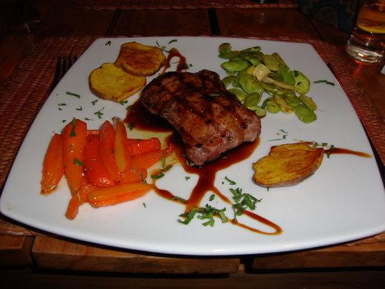 Tres Keros Restaurant Grill & Bar: Alpaca's steak