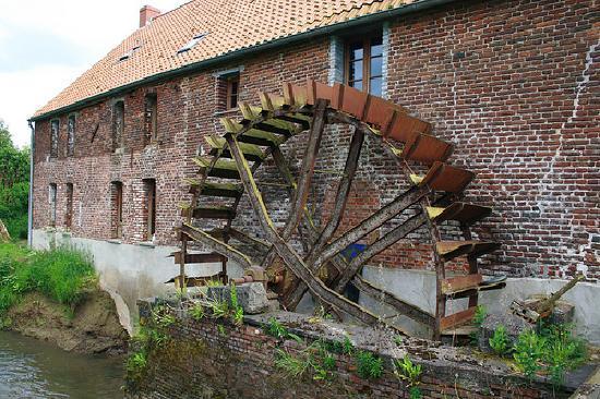 ancien-moulin-a-eau-renove