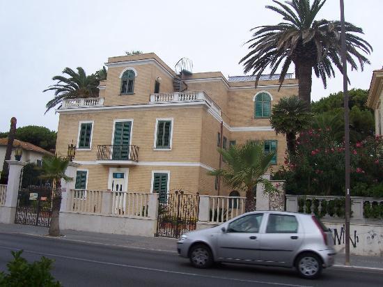Villino Gregoraci Relais: Die Villa vom Strand aus