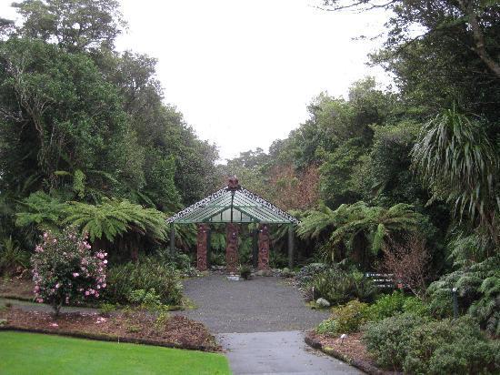 Pukeiti Rhododendron Garden: Entrance Pukeiti