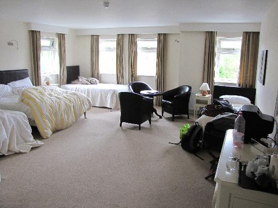 Kenmare House: Specious room