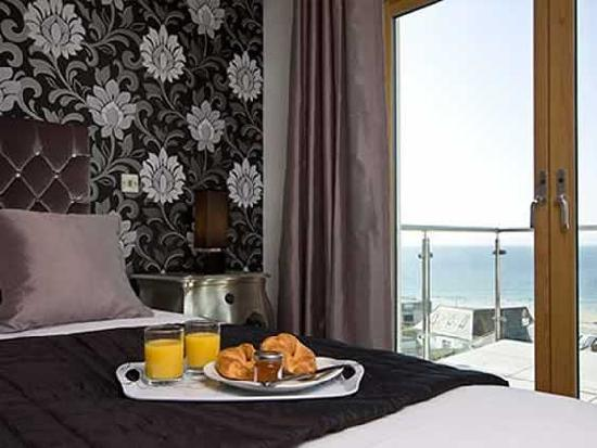 Natural Retreats Fistral Beach: Penthouse B