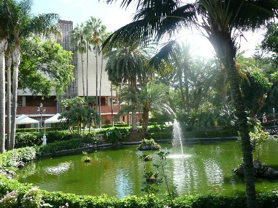 Hotel Botánico & The Oriental Spa Garden: Hotel throught there own gardens