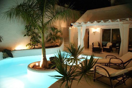 Bahiazul Villas & Club: piscina de noche