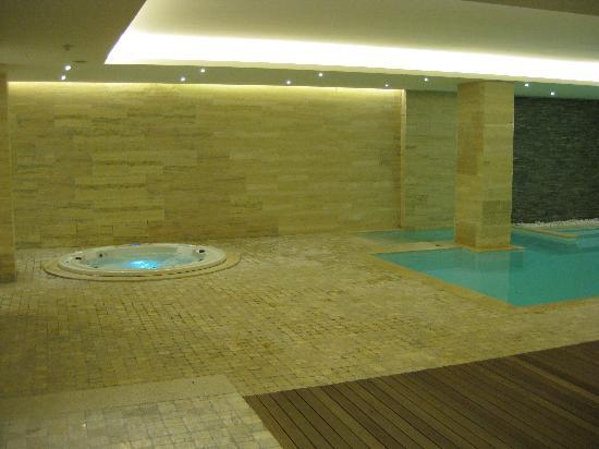 The George Hotel : Indoor Jacuzzi