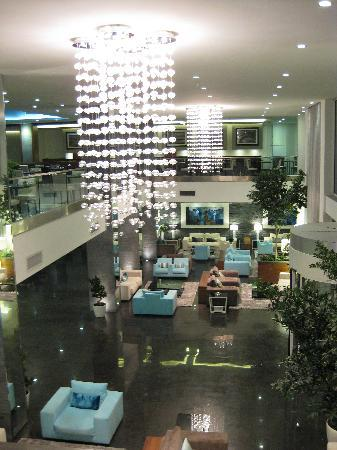 The George Hotel : Hotel Lobby (view from Mezzanine level)