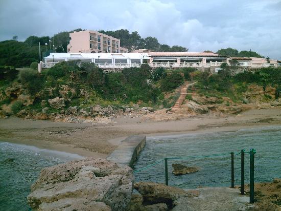 Invisa Hotel Club Cala Blanca: Face au restaurant de l'hôtel