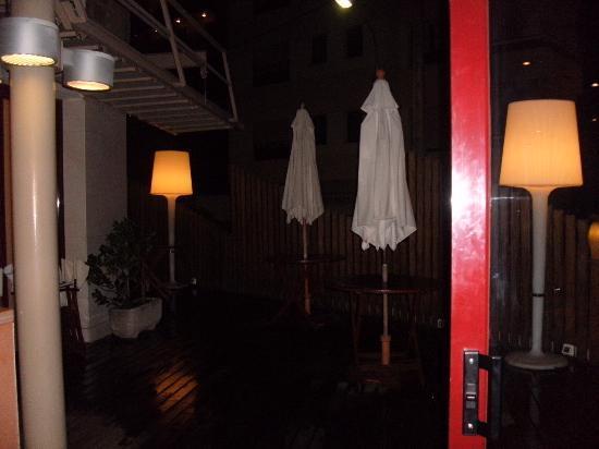 Hotel Acacias Suites & Spa: outdoor bar area
