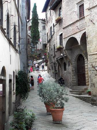 Subbiano, Italië: nearby is the beautiful walled medieval town of Anghiari