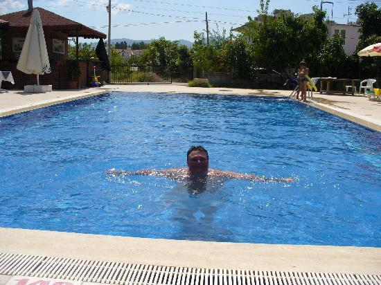 Tugay Hotel: The quiet swimming pool