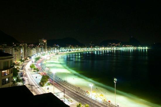 Orla Copacabana Hotel: Night view over Copacabana Beach