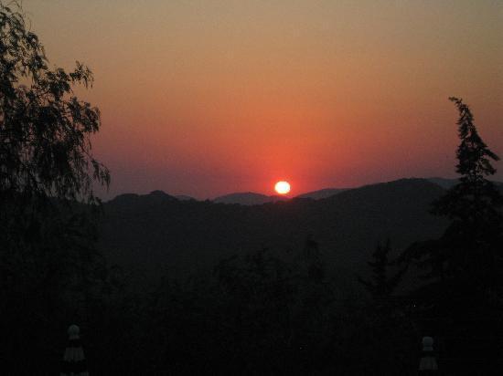 Royal Park Artemisia Club : sunset