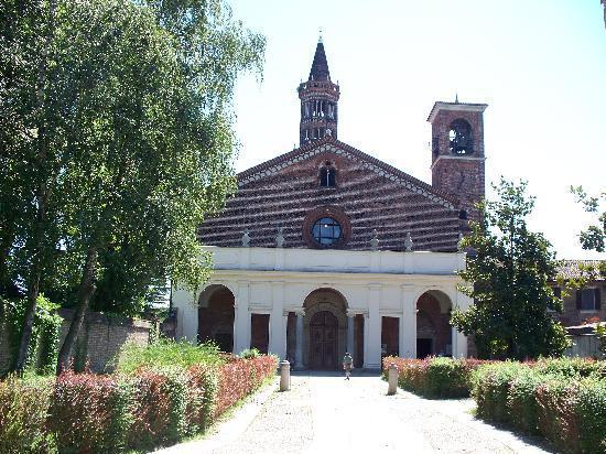 Abbazia di Chiaravalle: facciata