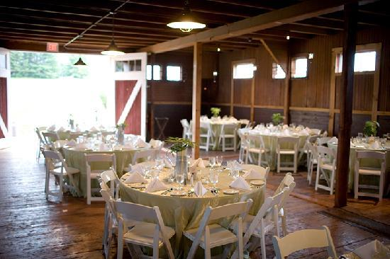 Inn at Mountain View Farm: Wedding receptions in a barn!