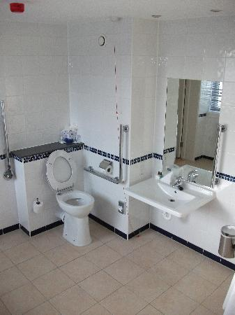 Horley, UK: Bathroom #2