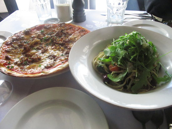 SPQR Cafe & Bar: we ordered the cajun chicken pizza w/ feta & caramelized onions... fabulous
