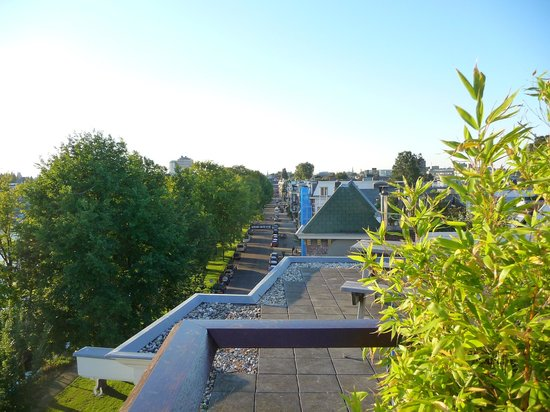 B&B 105 : View from the roof garden.
