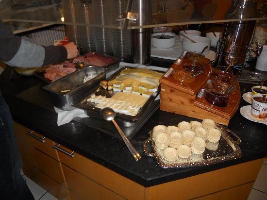 enjoy hotel Berlin City Messe : El buffet desayuno