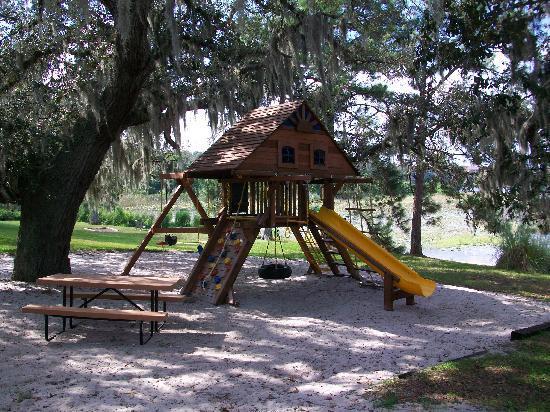 Grand Lake Resort: Play area