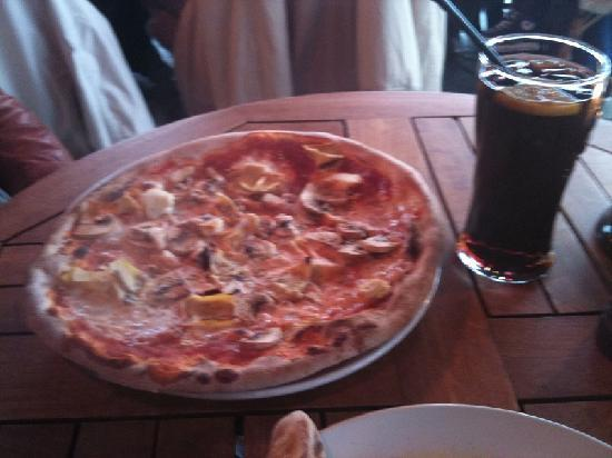 Olivia Aker Brygge: Pizza Capricciosa