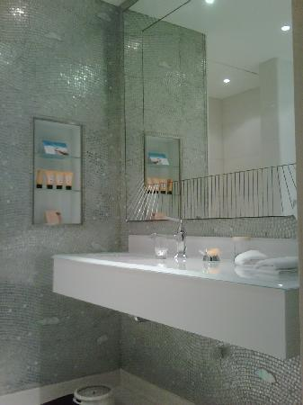 Hotel Principe Di Savoia: Bathroom