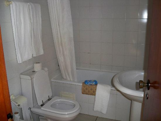 Ouratlantico Apartamento Turisticos: the bathroom
