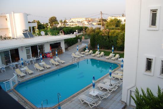 Michalis Studios & Apartments: Piscina