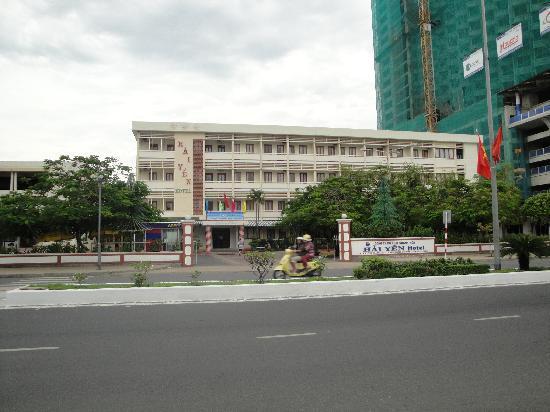 Tropicana Hotel: front