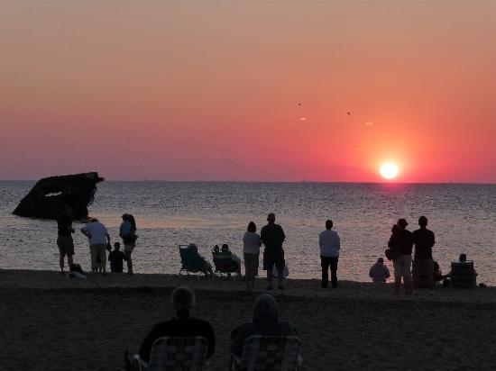 Sea Crest Motor Inn: A beautiful Cape May sunset at Sunset Beach