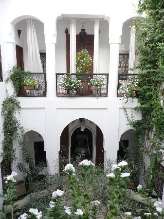 Riad Noor Charana: Riad inner courtyard - relaxed seating surrounds.