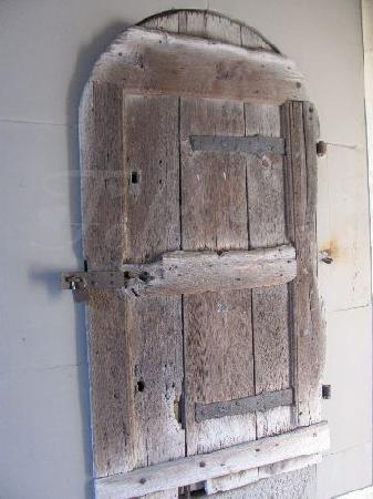 Schrannenplatz: tiny door in the gateway