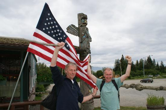 Paula's Place B&B: Ian & Neil enjoy 4th July celebrations