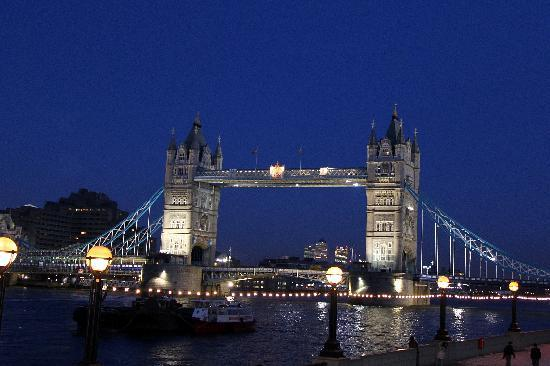 Londres, UK: Tower Bridge at night