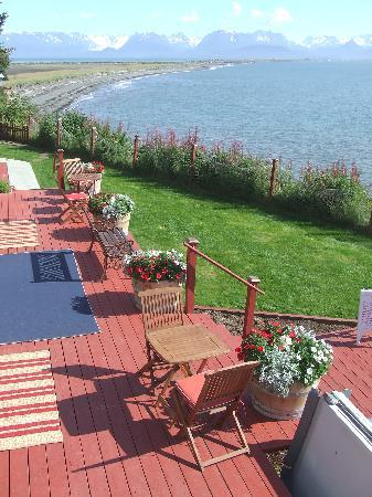 Ocean House Inn Hotel and Condos: 2010 patio and view