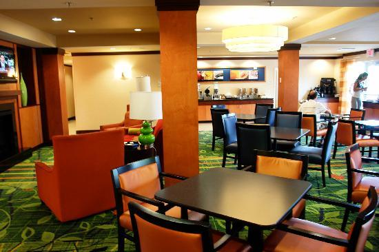 Fairfield Inn & Suites Titusville Kennedy Space Center: The Lovely Breakfast Area