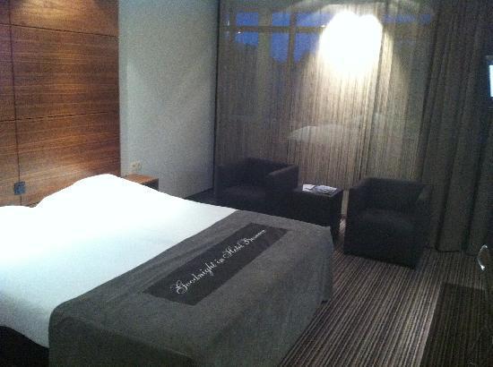Van der Valk Hotel Beveren: Bed and Seating