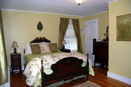 East Bay Bed & Breakfast: The Ferry Room