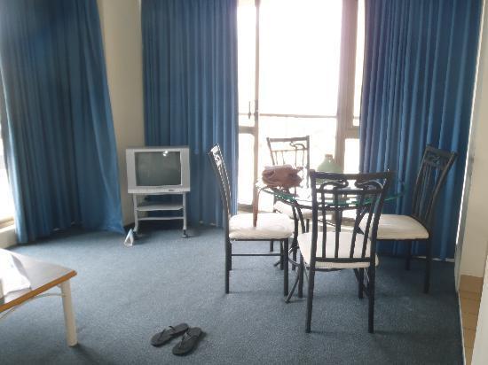 Promenade Apartments: Living Room/Dining