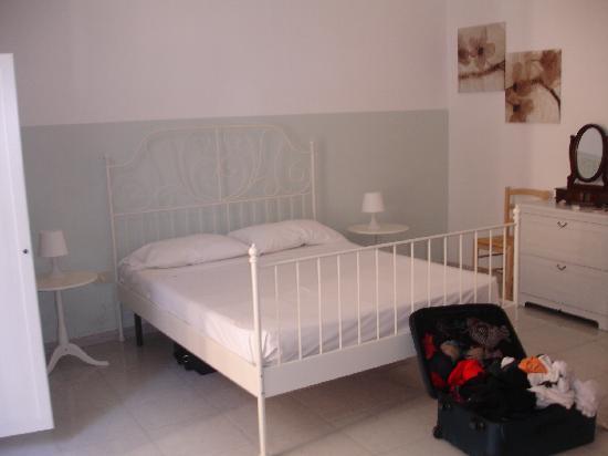 Camera Con Vista Apartments : sleeping area