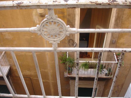 Camera Con Vista Apartments : the balcony