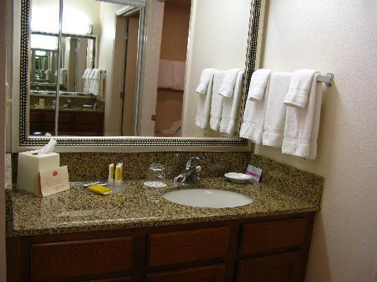 Residence Inn Boston Westford: Washroom