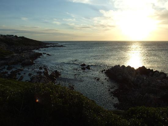 The Bay Lodge: sunset from the nearby cliff top
