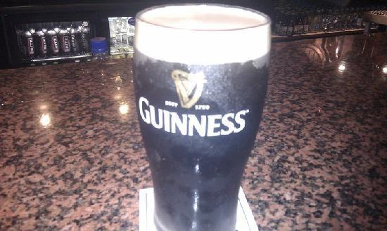 Devon Inn Hotel: Lovely Pint of the black stuff!