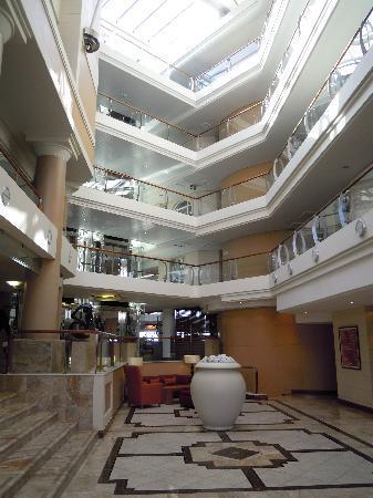 Radisson Blu Hotel Waterfront, Cape Town: Hotel von Innen (sieht aus wie ein Schiff)
