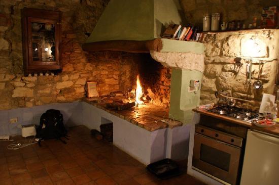 Podere Finerri: Nice Fireplace