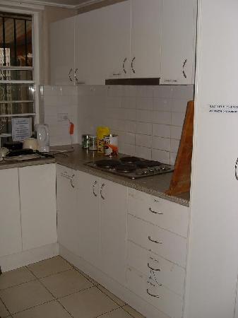 Billabong Gardens : shared kitchen