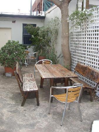 Billabong Gardens : outdoor dining