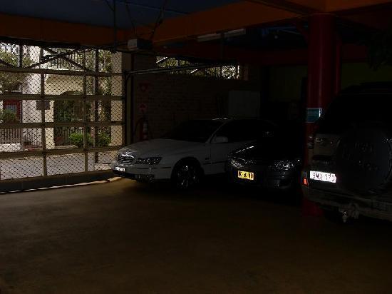 Billabong Gardens : secure parking