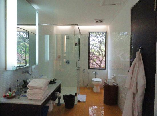 salle de bain picture of segara village hotel sanur tripadvisor. Black Bedroom Furniture Sets. Home Design Ideas