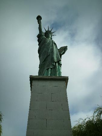 Statue of Liberty: little miss